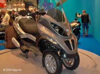 А на Piaggio MP3 LT можно ездить с автомобильными правами, дорогостоящие мото-права для езды на трехколеснике не нужны.