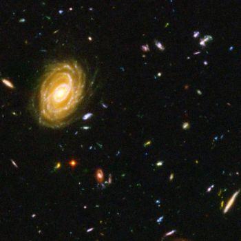 Этот снимок телескопа «Хаббл» показывает, как выглядели галактики вскоре после большого взрыва. Но было ли это действительно рождением Вселенной или же всего лишь стадией её развития? Фото: NASA/Getty Images