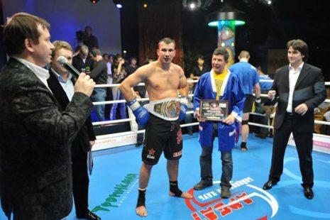 Награждение. Фото: fightclub21.ru