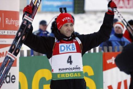Норвежский биатлонист Оле-Эйнар Бьорндален выиграл золотую медаль в спринте на пятом этапе Кубка мира в немецком Рупольдинге. Фото: Agence Zoom/Getty Images