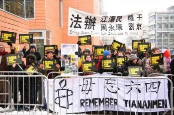 Протесты во время визита Вэнь Цзябао в Кембриджский Университет. Фото: Великая Эпоха