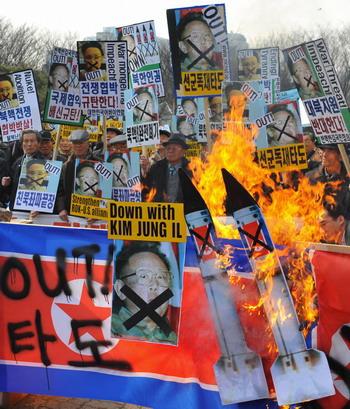 В Сеуле проходят акции протеста против  планов КНДР осуществить запуск ракеты. Фото: KIM JAE-HWAN/AFP/Getty Images