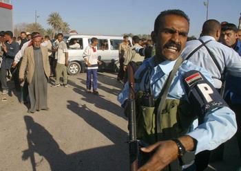 Террористка-смертница взорвала себя в толпе шиитов, совершавших ежегодное паломничество в священный для них город Кербела в Ираке. Фото: SABAH ARAR/AFP/Getty Images