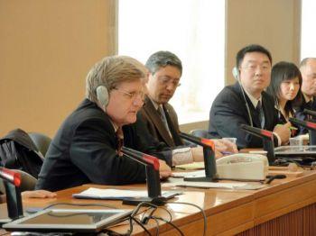 Господин Фаутрэ (первый слева) поднял вопрос о религиозной свободе в Китае. Фото: Великая Эпоха