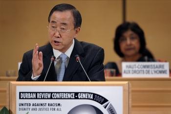 Пан Ги Мун осудил использование президентом Ирана трибуны Конференции по расизму для антиизраильских высказываний. Фото: FABRICE COFFRINI/AFP/Getty Images