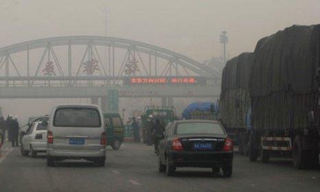 Провинция Хэбэй. Густой туман окутал десять китайских провинций. Фото с epochtimes.com