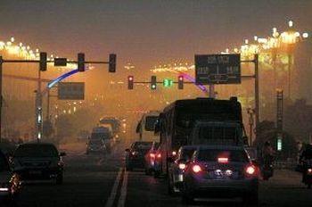 Город Хуайань провинция Цзянсу. Во второй половине дня 7 ноября от тумана темно, как ночью. Фото с epochtimes.com