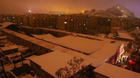 От снега обвалилась крыша рынка в городе Цзинань провинции Шаньдун. Фото с epochtimes.com