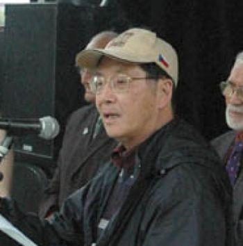 Новая Зеландия,2008 г. Профессор  Ли Дун участвует в предолимпийской Эстафете факела  в поддержку прав человека.Фото:с epochtimes.com
