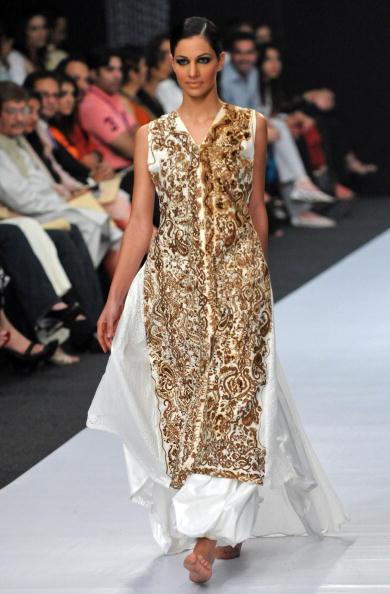 Коллекция от пакистанского дизайнера Maheen Khan. Фото: ASIF HASSAN/AFP/Getty Images