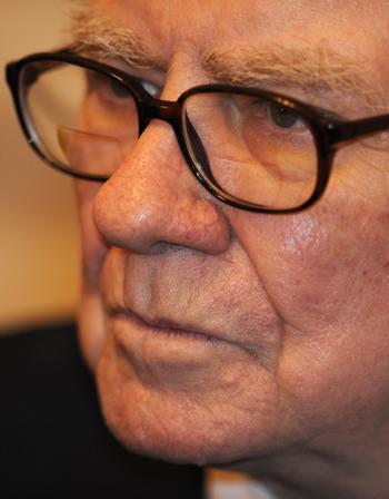 Уоррен Баффет традиционно занимает второе месте в американском списке Forbes.. Фото: DAMIEN MEYER/AFP/Getty Images