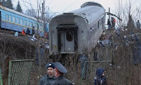 На месте крушения работает группа криминалистов. Фото:  KIRILL KUDRYAVTSEV/AFP/Getty Images