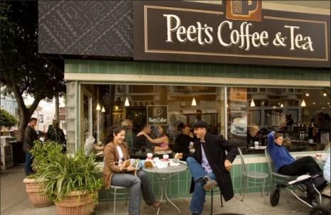 Каждый день – собачий день в кофейне Пит на улице Филмор Стрит в Пацифик Хайтс. (Catherine Karnow)