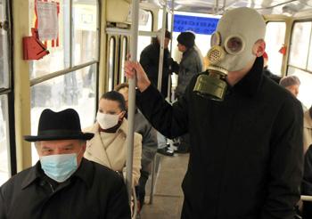 Сезонный грипп может защитить от свиного Фото:YURIY DYACHYSHYN /Getty Images