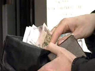 Россиянам грозит новая волна сокращений зарплат, поскольку предприятия еще не полностью компенсировали кризисное падение своей выручки. С такими предостережениями выступили российские экономисты, следящие за ситуацией в промышленности