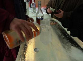 В России запретят реализацию дешевой водки. Фото: Pierre Roussel/Newsmakers/Getty Images