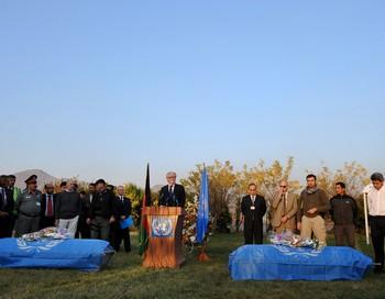 На прошлой неделе в результате нападения талибов на гостевой дом ООН в Кабуле погибли пять сотрудников организации. Фото: SHAH MARAI/AFP/Getty Images