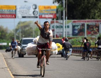 Колумбия. Кокота. Большинство экспертов не верит в возможность военного столкновения между Колумбией и Венесуэлой, пишет обозреватель FT. Фото: EITAN ABRAMOVICH/AFP/Getty Images