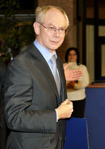 Бельгийский премьер-министр Херман Ван Ромпей прибывает на саммит ЕС в штаб-квартиру в Брюсселе 19 ноября. Фото: Gerard Cerles/AFP/Getty Images