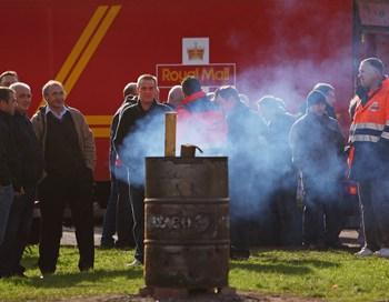 Британские почтальоны начинают двухдневную общенациональную забастовку. В ней примут участие до 120 тысяч человек. Фото  Jeff J Mitchell/Getty Images