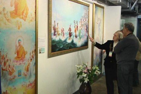 Знакомство с выставкой картин китайских художников «Истина-Доброта-Терпение». Фото: Великая Эпоха (The Epoch Times)