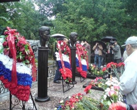 Могилы погибших защитников Белого дома. Фото предоставлено А. Фирсановым