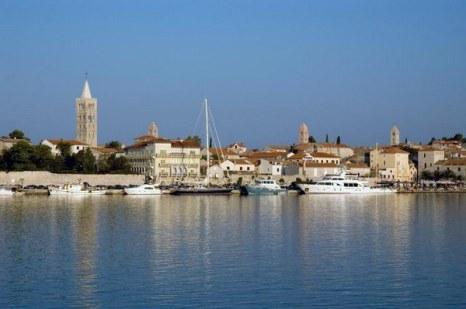 Береговая линия сокровища: залив Хорватского острова Раб. Фото предоставлено туристическим отделом острова Раб