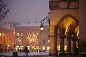 Центральная площадь Ринек в свете огней зимой. А. Цирковский. Фото: Артур Цирковский