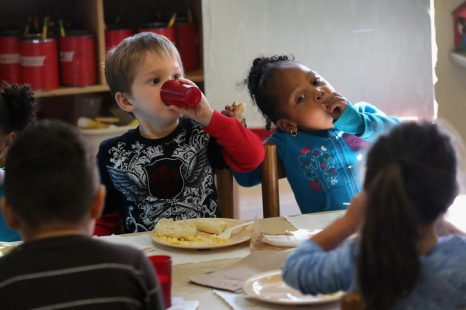 Интеллект ребёнка зависит от завтрака. Фото:  John Moore/Getty Images
