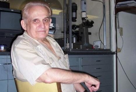 Клив Бакстер в своей лаборатории в Сан-Диего, где он исследует первичное восприятие. Фото: Клив Бакстер