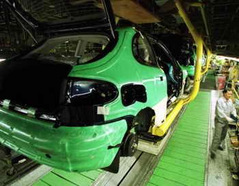 В России снизился спрос на узбекские автомобили. Фото: Chung Sung-Jun/Getty Images