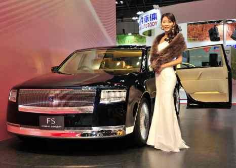 Транспортный налог на роскошные авто введут только в марте. Фото: YOSHIKAZU TSUNO/AFP/Getty Images