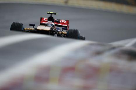 Российский пилот Формулы 1 Даниил Квят стал восьмым в первой сессии заключительного этапа Гран-при в Сан-Паулу (Бразилия) 23 ноября 2013 года. Фото: Peter Fox/Getty Images