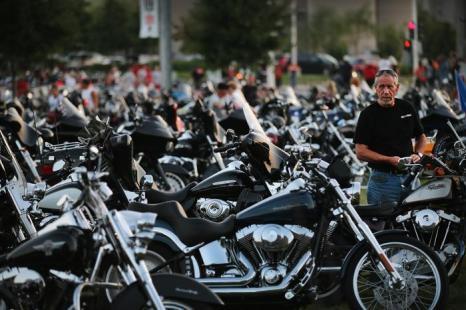 Крупнейший в мире производитель мотоциклов — компания Harley-Davidson, расположенная в американском городе Милуоки, начала 4-дневное празднование своего 110-летнего юбилея в родном городе 29 августа 2013 года. Фото: Scott Olson/Getty Images