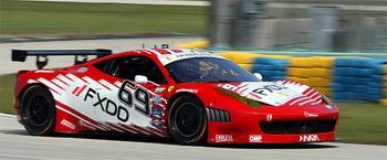 Джефф Сегал и Эмиль Ассентато из команды FXDD Ferrari одержали свою вторую подряд победу в классе GT в гонке серии Rolex. Фото: Джеймс Фиш/Великая Эпоха (The Epoch Times)