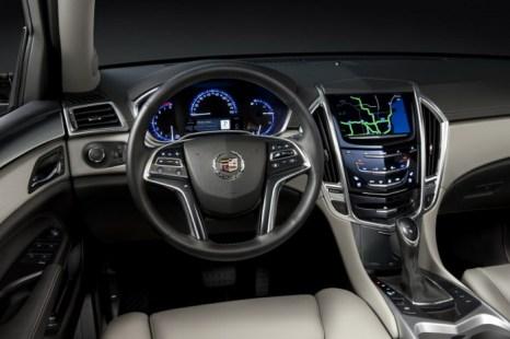 В салоне SRX. Фото: Cadillac