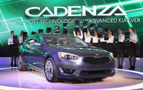 Kia представляет новый Cadenza на пресс-показе Североамериканского автосалона в Детройте, 15 января 2013 года. Фото: Scott Olson / Getty Images