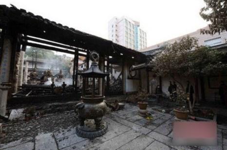 В результате пожара повреждены главный зал и зал проповеди. Фото с сайта kanzhongguo.com