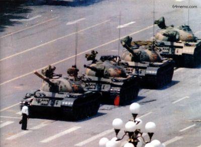 5 июня 1989 г. Жители Аомыня протестуют против кровавого подавления на площади Тяньаньмэнь. Фото с 64memo.com