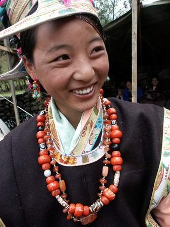 В настоящее время женщины апатани предпочитают сохранять свою внешность в естественном состоянии. Фото с aboluowang.com
