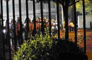 Фото с места событий. Город Чэнду провинции Сычуань. Май 2010 год. Фото: FRA