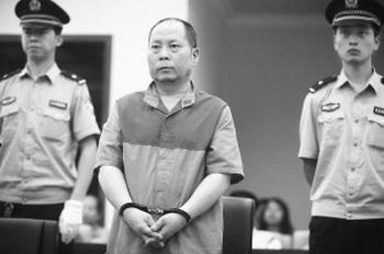 Китайский коррупционер Дун Яоцзинь приговорён к пожизненному заключению. Фото с hudong.com
