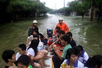 Наводнение на юге Китая. Город Лайбин Гуанси-Чжуанского автономного района. Июль 2010 год. Фото с epochtimes.com