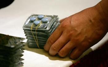 В Китае тысячи Интернет-аптек продают фальшивые лекарства. Фото: Peter Parks/AFP/Getty Images