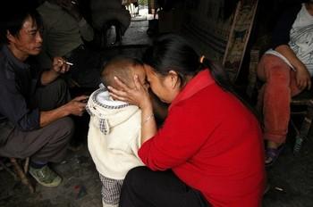 Около 200 млн. крестьян, преимущественно мужчины, вынуждены покинуть свои семьи и ехать на заработки в города. Фото с epochtimes.com