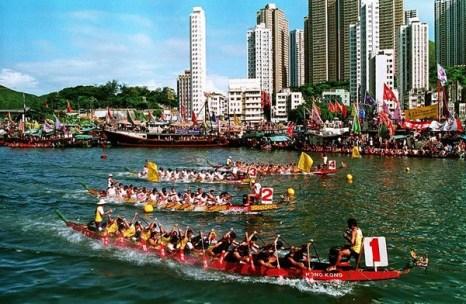 Праздник начала лета Дуань-у: состязание лодок-драконов. Гонконг. 22 июня 2009 г. Фото: THOMAS CHENG/AFP/Getty Images