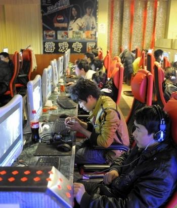 Более десяти миллионов несовершеннолетних китайцев страдают Интернет-зависимостью. Фото: LIU JIN/AFP/Getty Images