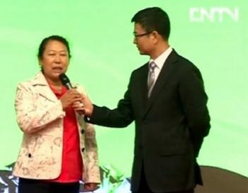 Кадр из программы «Ищем самого образцового партийца в селе», премьера которой состоялась 13 июня. Фото с сайта theepochtimes.com