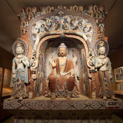 Копия пещеры Дуньхуан периода западной династии Вэй (535-556) в Институте Китая. Фото: Samira Bouaou/Epoch Times