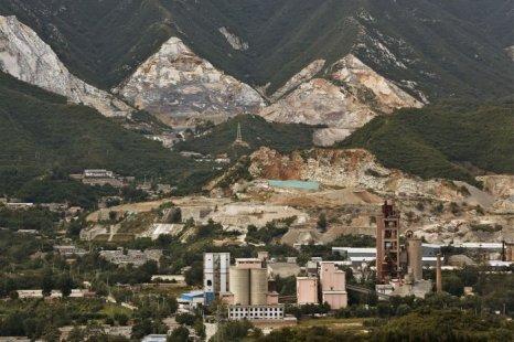 Вид с Западных гор на индустриальный район в Пекине 13 сентября 2012 г. В сентябре рост потребительских цен в Китае возрос на 1,9 % по сравнению с прошлым годом. Фото: Lintao Zhang/Getty Images